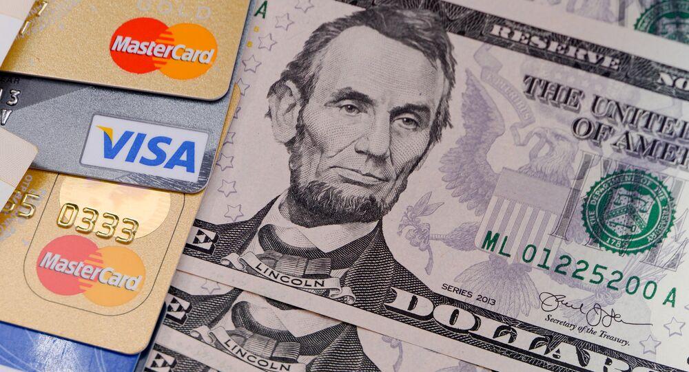 Cédulas e cartões de crédito (imagem referencial)