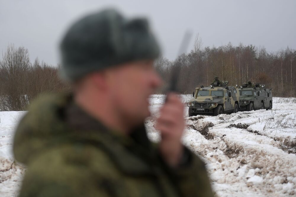 Veículos das forças especiais durante exercícios táticos no polígono de Dubrovka