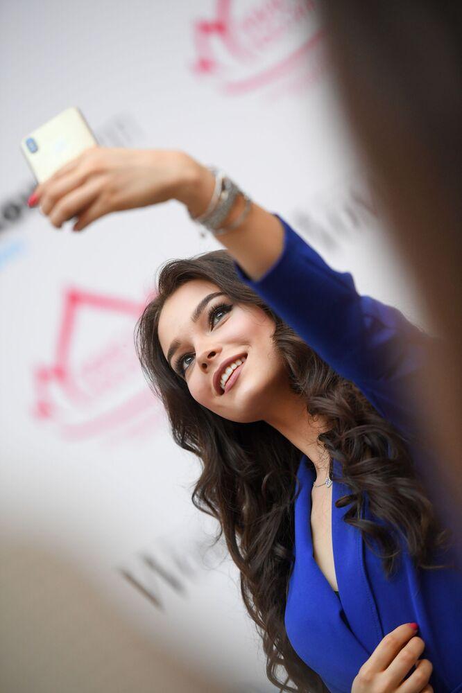 Vencedora do concurso Miss Rússia 2018, modelo Julia Polyachikhina