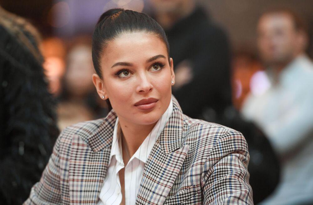 Vencedora do concurso de beleza Miss Rússia 2015 e a 1ª vice-Miss Mundo 2015, Sofia Nikitchuk