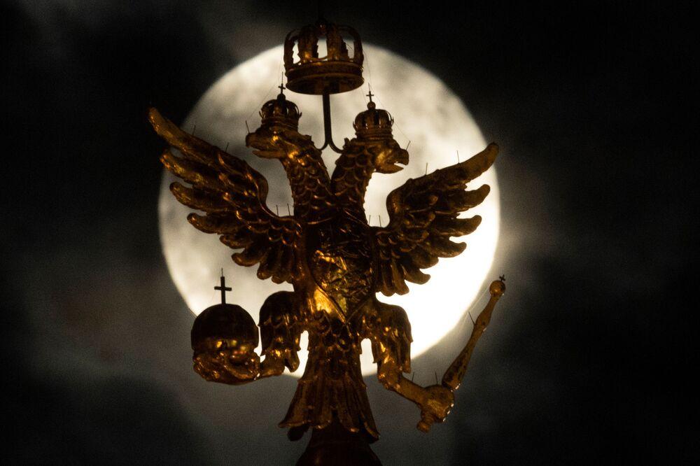 Superlua é observada em Moscou