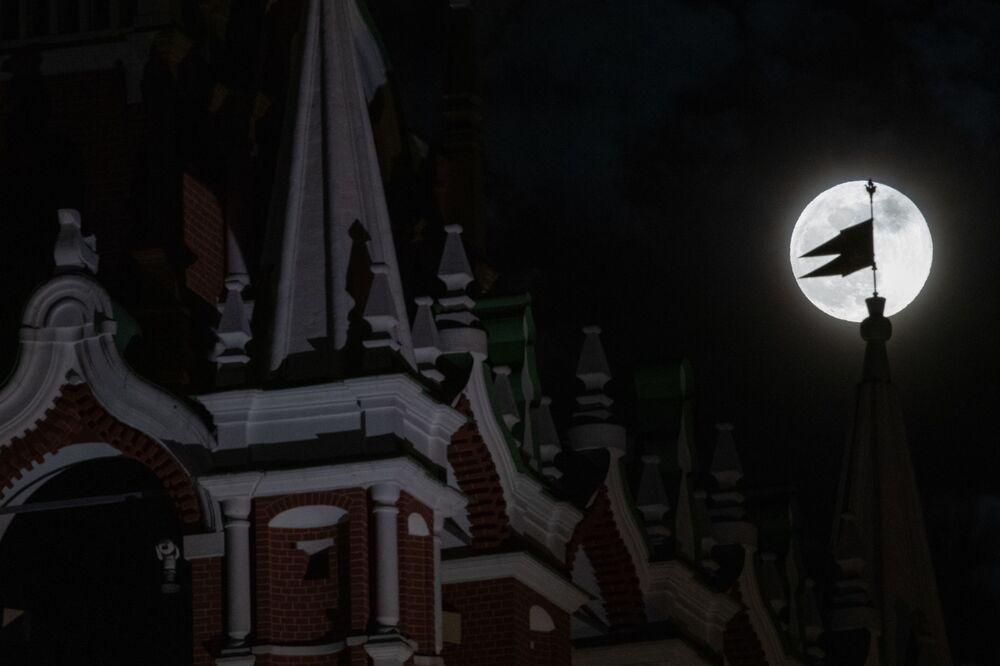 Evento chega a Moscou trazendo misticismo para céu do coração da Rússia