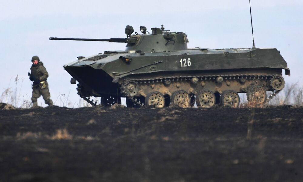 Veículo de combate russo da 83ª Brigada de Assalto de Paraquedistas durante as manobras realizadas em Primorie (Rússia)