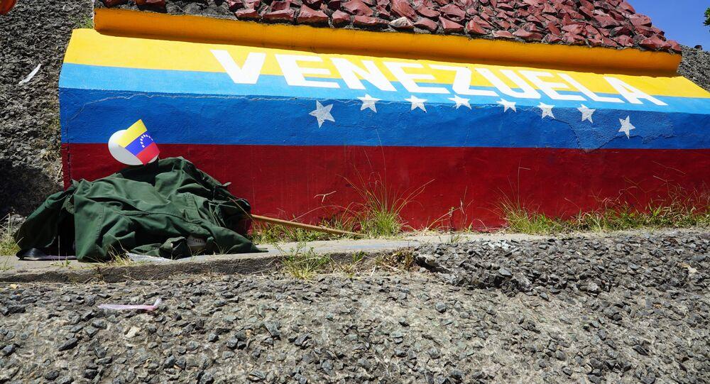 Pertences de imigrante venezuelano na fronteira do Brasil com a Venezuela, entre Pacaraima e Santa Elena de Uairén