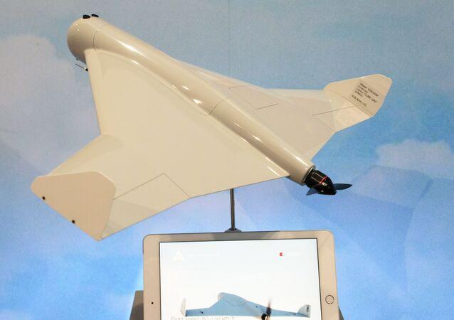 Drone camicase KUB-UAV apresentado pelo consórcio Kalashnikov, Vladimir Dmitriev, durante a exposição internacional de defesa IDEX 2019, em Abu Dhabi