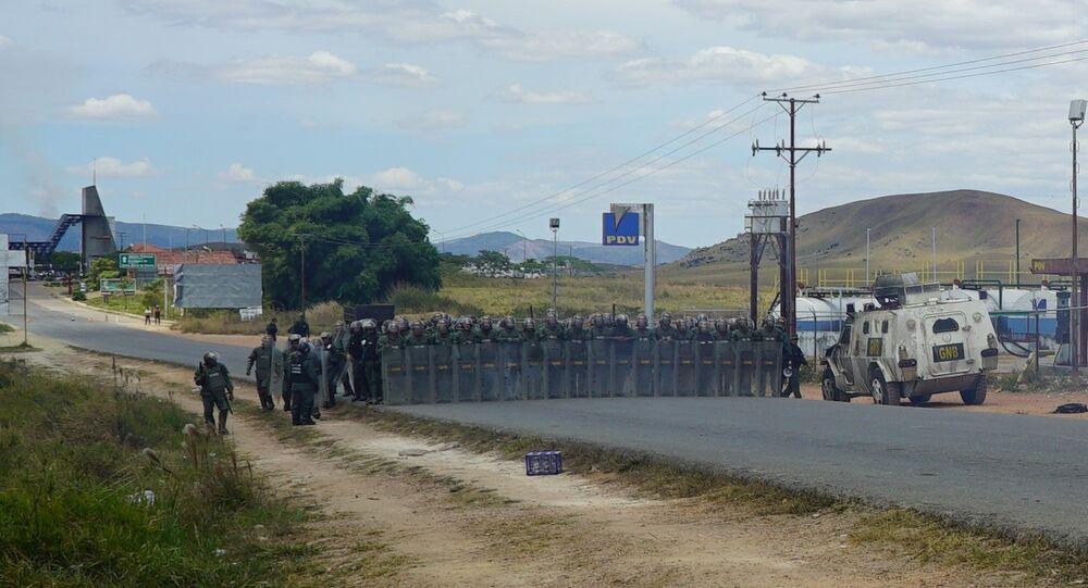 Soldados venezuelanos na fronteira com o Brasil, em Santa Elena de Uairén, cidade vizinha ao município brasileiro de Pacaraima, em Roraima (arquivo)