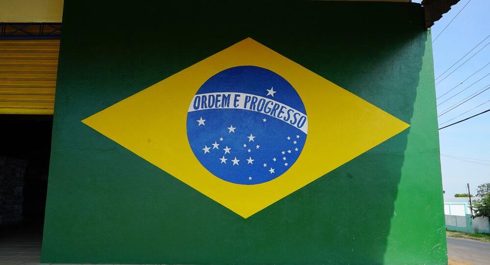 Parede pintada com as cores da bandeira do Brasil em um estabelecimento da cidade de Pacaraima, em Roraima