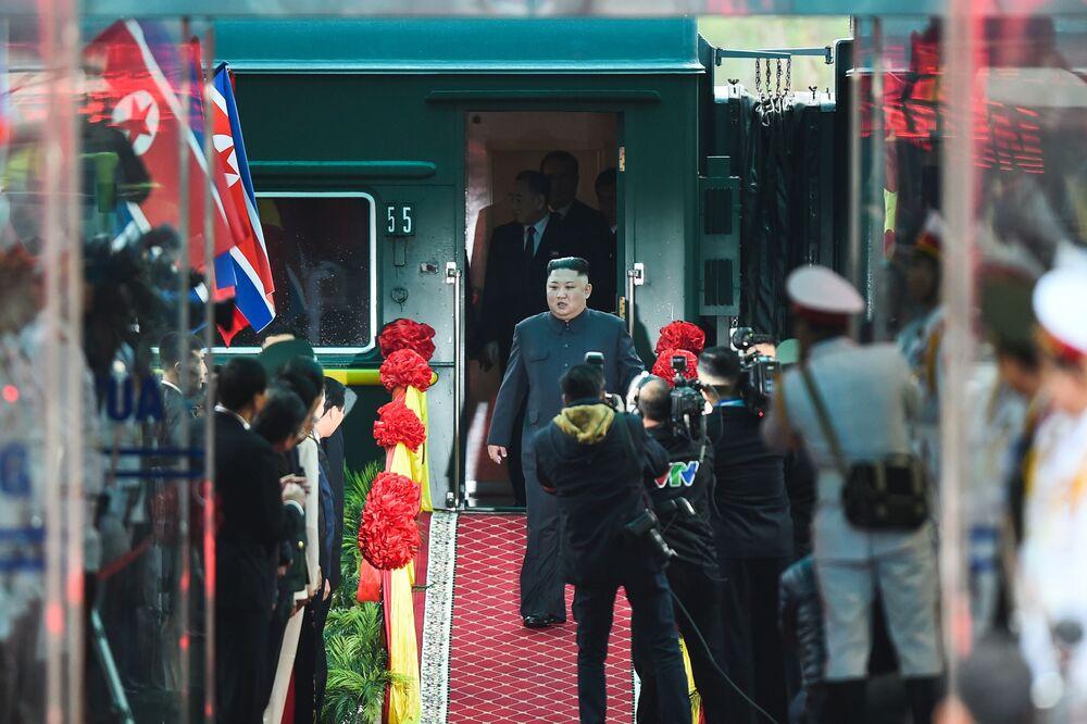 O líder norte-coreano Kim Jong-un chegou à estação na cidade vietnamita de Dong Dang, na fronteira com a China, em 26 de fevereiro de 2019