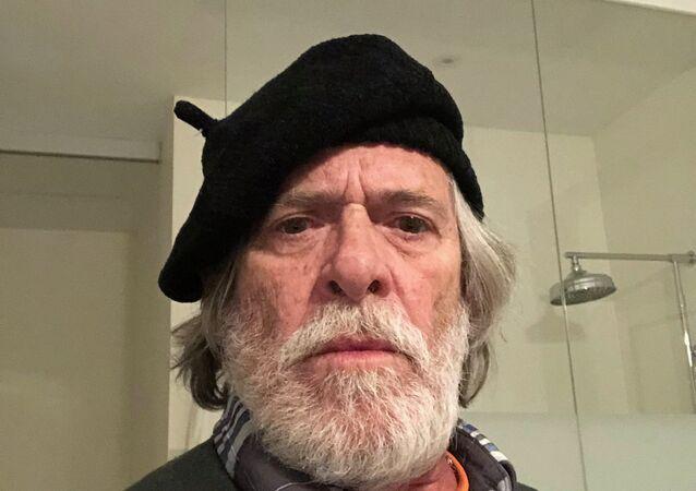O ator brasileiro José de Abreu.