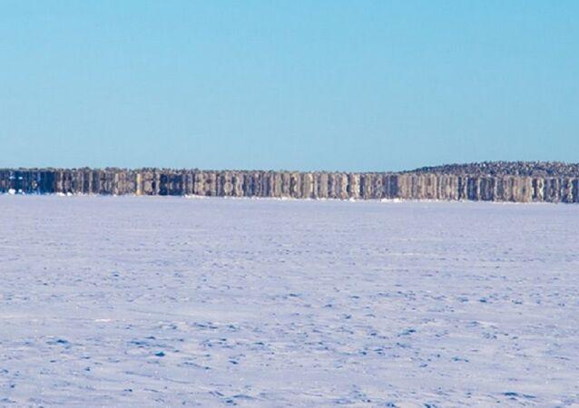 Nova ilha que apareceu em um lago congelado no norte da Finlândia