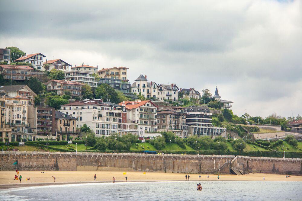 Praia da Concha é uma praia situada na Baía da Concha, na cidade de San Sebastián, Espanha