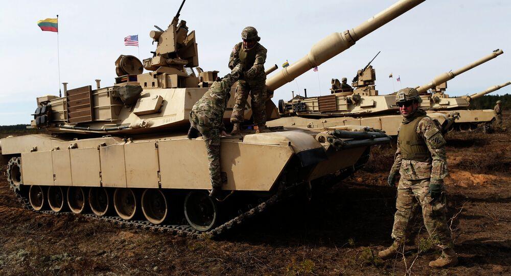 Militares y carros de combate pesados estadounidenses en Lituania