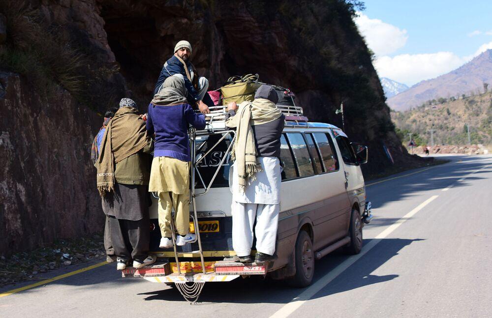 Paquistaneses evacuam a cidade fronteiriça de Chakothi