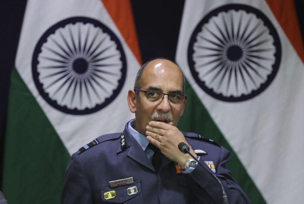 Vice-marechal da Força Aérea da Índia, R.G.K. Kapoor, durante o briefing sobre a derrubada dos aviões indianos, em 27 de fevereiro de 2019, em Nova Deli