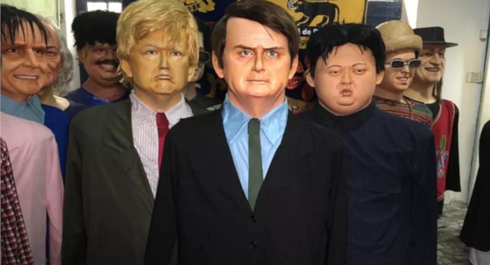 Bonecos tradicionais de Olinda representam líderes mundiais como o presidente dos Estados Unidos, Donald Trump (à direita), o líder norte-coreano, Kim Jong-un (à esquerda), e também o presidente do Brasil, Jair Bolsonaro (centro).