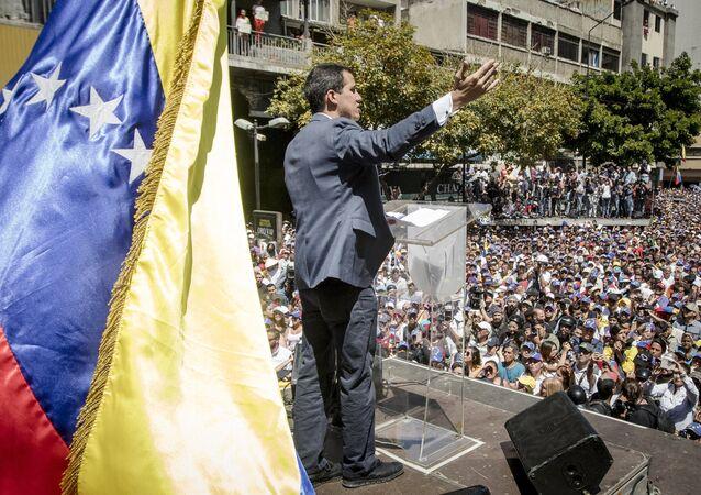 Autoproclamado presidente interino da Venezuela, Juan Guaidó, durante a manifestação em Caracas