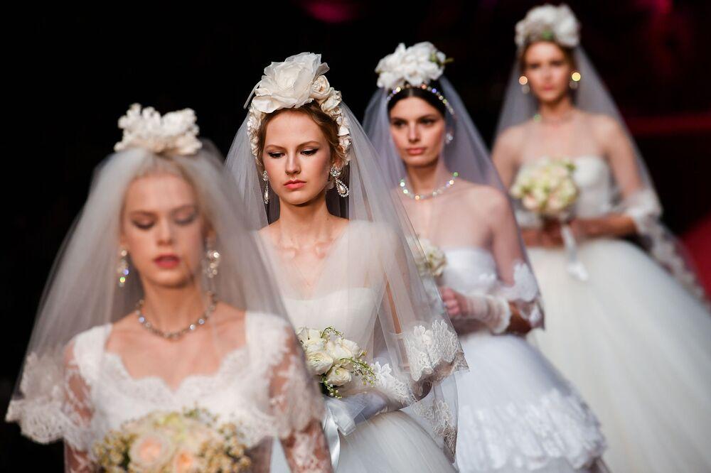 Modelos durante desfile de moda da Dolce & Gabbana, em Milão, na Itália, 24 de fevereiro de 2019