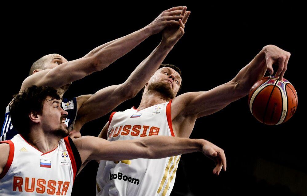 Jogo de basquetebol, entre Rússia e Finlândia, para qualificação ao Campeonato Mundial de Basquetebol Masculino de 2019