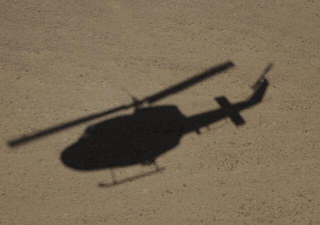 Sombra de helicóptero AB-212 da Força Aérea italiana, no Afeganistão (imagem de referencia)
