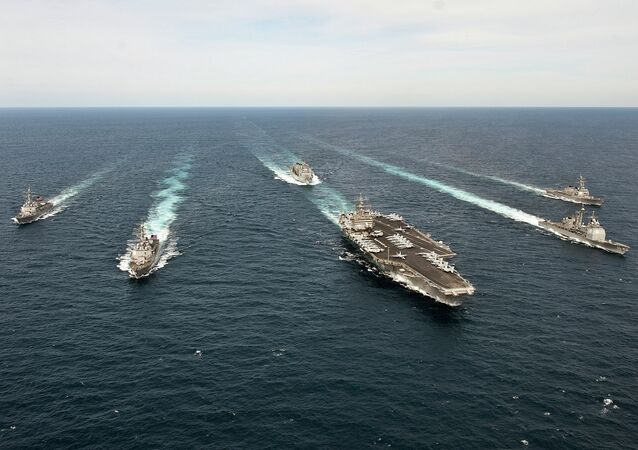 Enterprise Carrier Strike Group transita pelo Oceano Atlântico.