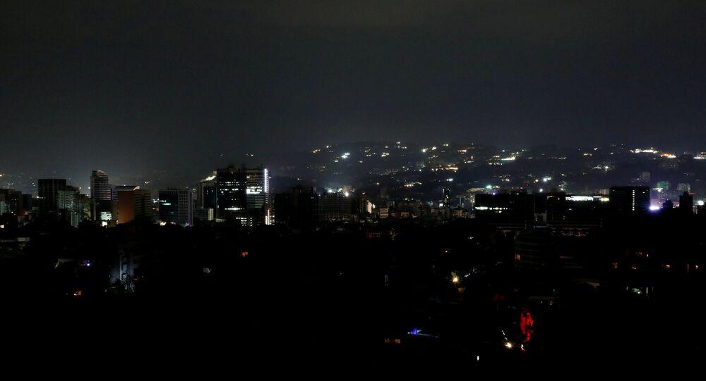 Visão geral da capital da Venezuela, Caracas, durante um blecaute que atingiu diversos estados venezuelanos no dia 7 de março de 2019.