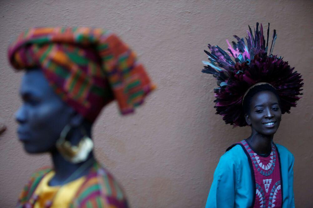 Modelos em palco no desfile de moda em Nairobi, Quênia, 3 de março de 2019