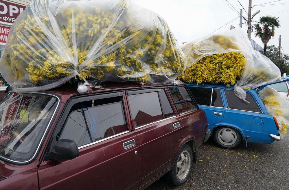 Venda de flores nas ruas de Sochi, na Rússia