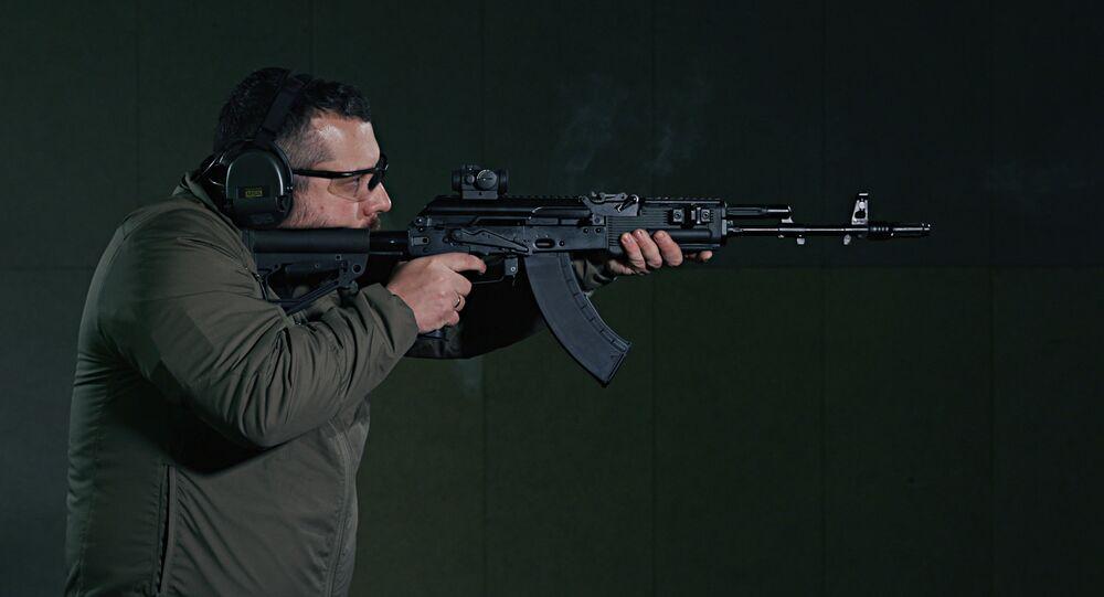 AK-203 (foto de arquivo)