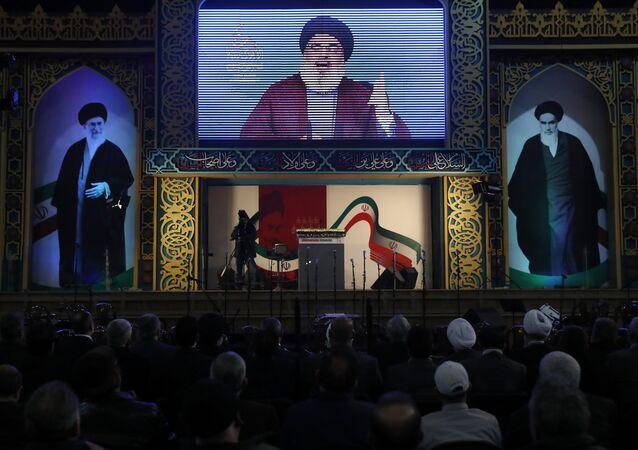 O líder do Hezbollah, Sayyed Hassan Nasrallah, faz um discurso ao vivo durante comemorações do 40º aniversário da Revolução Islâmica do Irã, ao sul de Beirute, no Líbano.