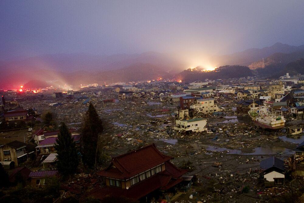Vista aérea dos danos causados por tsunami em Kessennuma, província de Miyagi, Japão, 20 de março de 2011