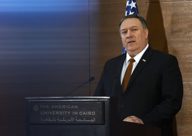 O secretário de Estado, Mike Pompeo, fala a estudantes da Universidade Americana do Cairo.
