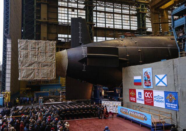 Lançamento do cruzador submarino nuclear Knyaz Vladimir em Severodvinsk.