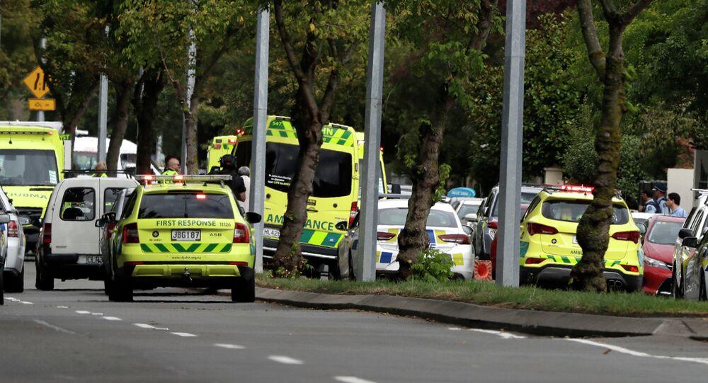 Ambulâncias estacionadas perto da mesquita de Christchurch, Nova Zelândia, onde 40 pessoas foram assassinadas por atiradores nesta sexta-feira, 15 de março de 2019