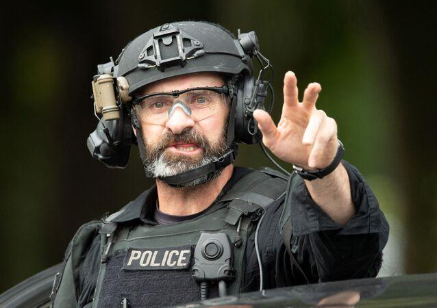 Efetivo das forças especiais da polícia da Nova Zelândia na área da mesquita Al Noor em Christchurch, 15 de março de 2019