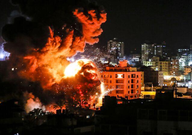 Explosões na cidade de Gaza durante os ataques aéreos de Israel de 25 de março de 2019