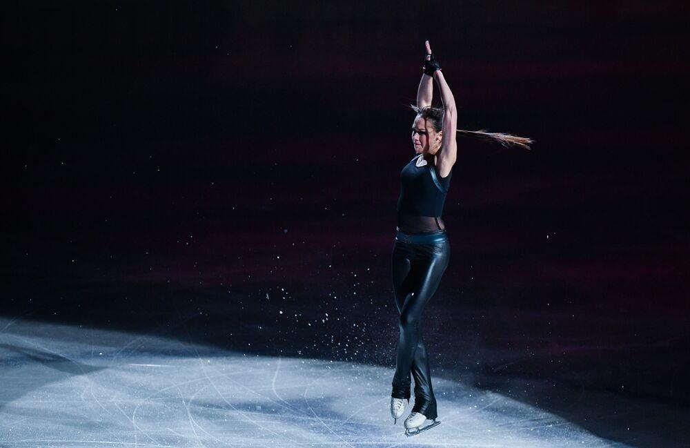 Patinadora russa Alina Zagitova se apresenta durante o Campeonato Mundial de Patinação Artística sobre Gelo de 2019 na cidade japonesa de Saitama