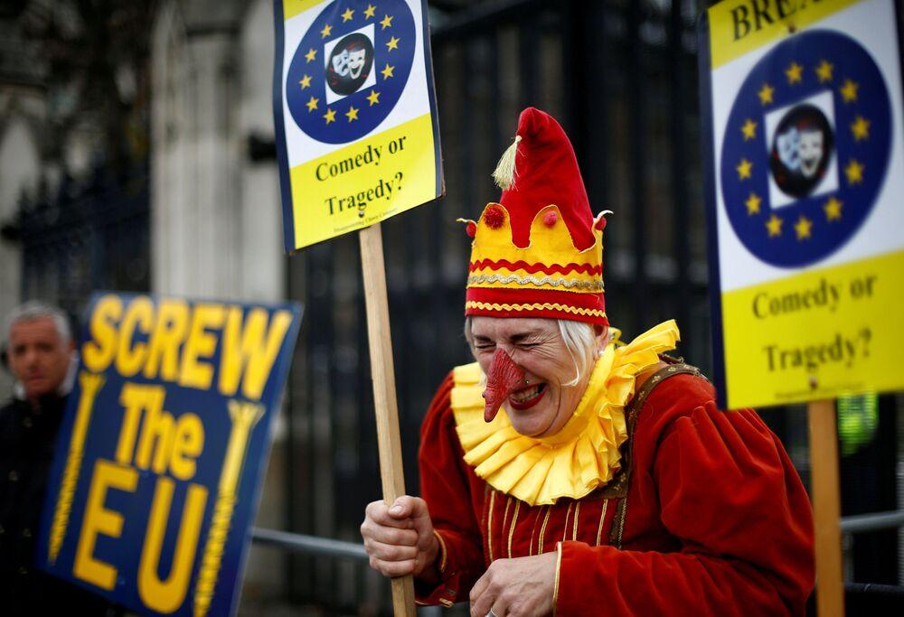Opositores e apoiantes do Brexit durante uma ação em Londres