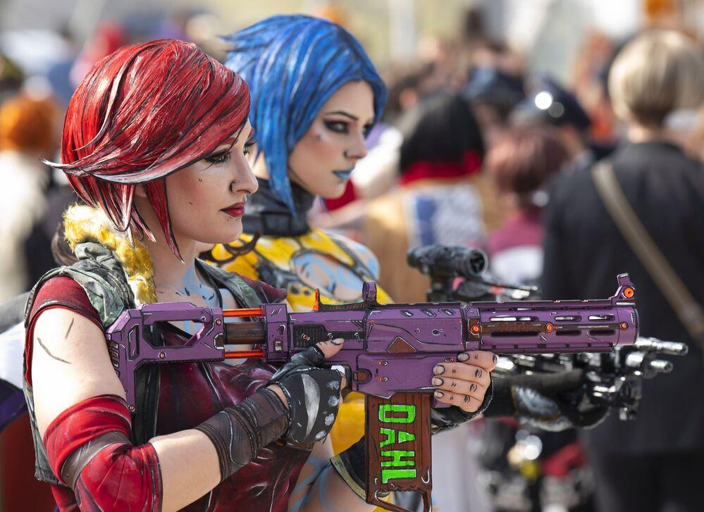 Garotas cosplayers no festival Manga Comic Convention, na cidade alemã de Leipzig