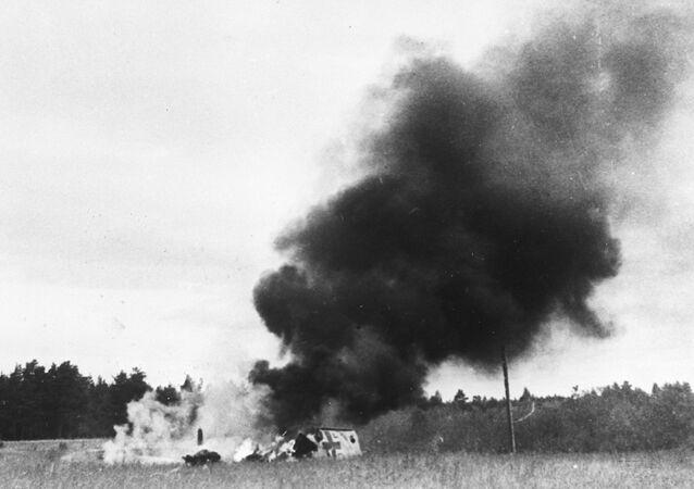 Avião nazi Messerschmitt em chamas