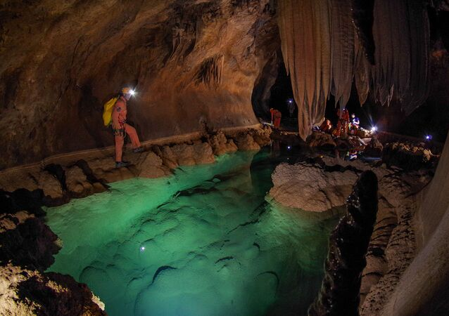 Treinamento de astronautas da Agência Espacial Europeia (ESA) nas cavernas subterrâneas de Sa Grutta, Itália
