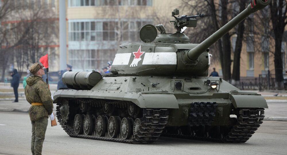 Tanque pesado soviético IS-2