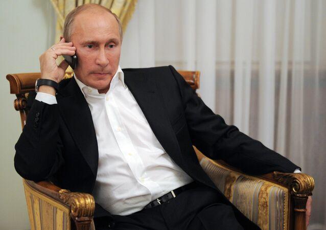 O presidente russo, Vladimir Putin, informou por telefone ao líder francês, François Hollande, e à alemã, Angela Merkel, nesta segunda-feira (22) sobre a necessidade de dar um fim aos ataques das forças de Kiev na região de Donbass