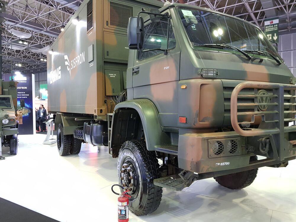 Caminhão de apoio e comunicação do Sistema Sisfron, do Exército Brasileiro