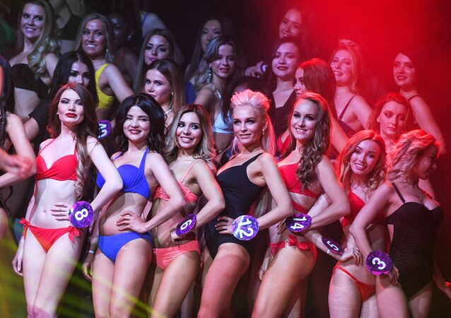 Candidatas ao Miss Internacional Mini 2019 se apresentam na final do concurso realizado em Moscou