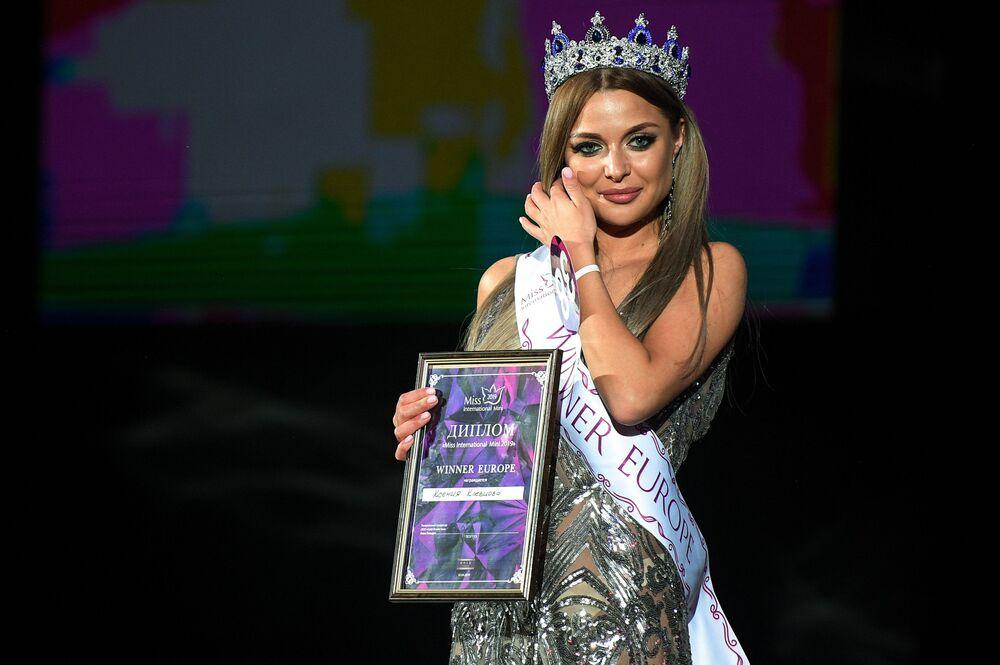 Vencedora do concurso de beleza Miss Internacional Mini 2019 Europe, Kseniya Klevtsova na cerimônia de premiação em Moscou