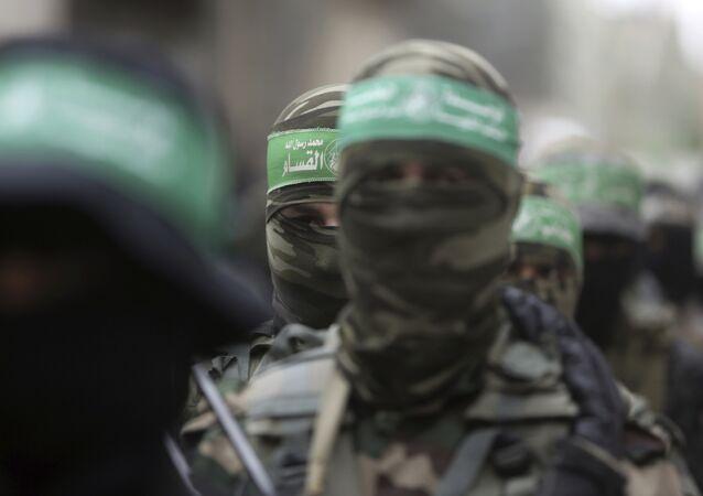 Atiradores palestinos do Hamas comparecem ao velório de seis combatentes mortos em confrontos com as forças de Israel.