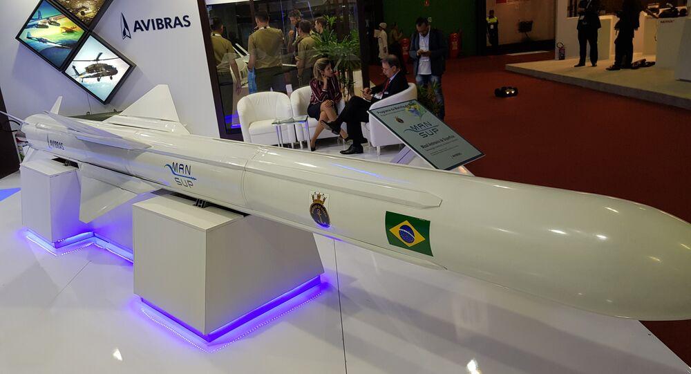 Míssil Antinavio Nacional de Superfície (Mansup) da Marinha do Brasil, fabricado pela Avibras e exposto na LAAD 2019