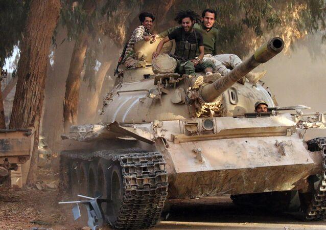 Soldados do Exército Nacional da Líbia (LNA) comandado pelo Khalifa Haftar (foto de arquivo)