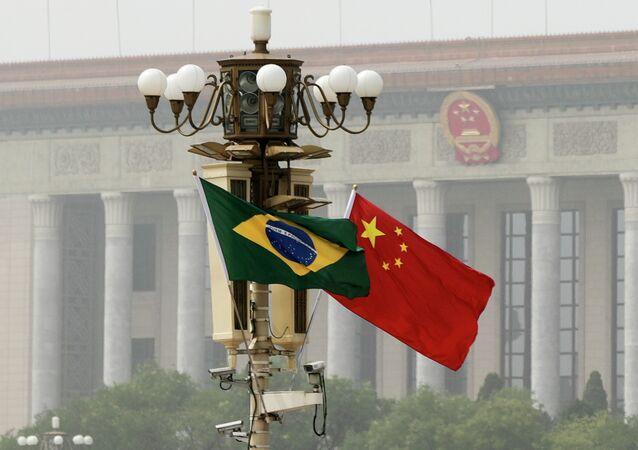 Bandeiras da China e do Brasil (arquivo)