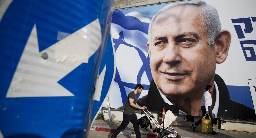 Cartaz de Benjamin Netanyahu nas ruas em Tel Aviv, Israel.